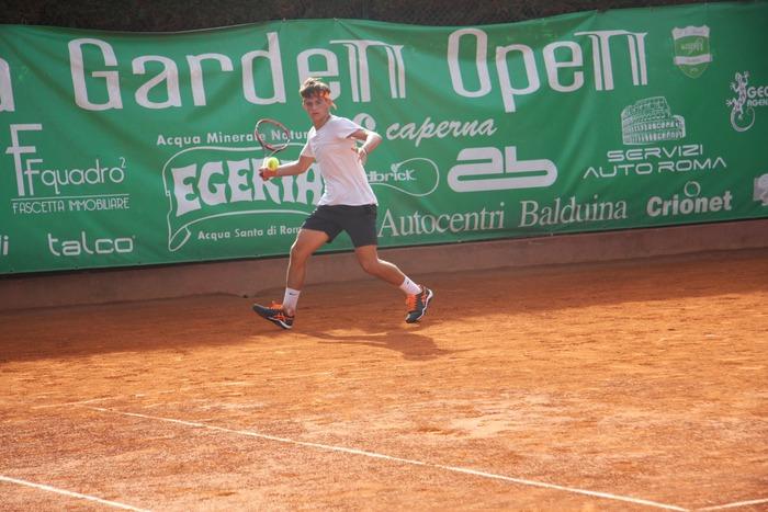 Acqua_Egeria_tennis_garden2